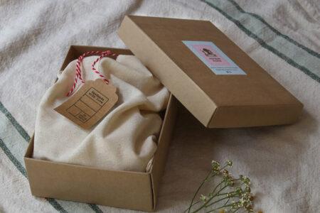 חותמת עץ בהתאמה אישית | חותמת למטבח | חותמת למתנות מהמטבח | מתנה לחובבי בישול | מתנה לראש השנה | מתנה לחג | מתנה לפסח | מתנה למארחת | סטודיו נעמה מגשימת מתנות | shop.naamasimanim.co.il